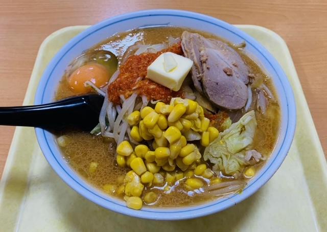 中みその辛みそ(中)+トッピング全乗せ(生卵/コーン/バター/チャーシュー)